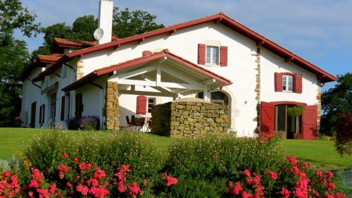 Maison Etchebehere : Bed and Breakfast near Bardos
