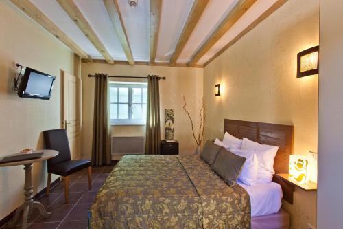 Hotel-restaurant Les Caudalies : Hotel near Pupillin