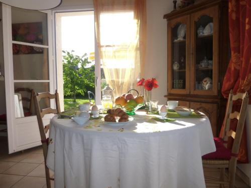 Chez Pommette et Billy : Bed and Breakfast near Champcerie