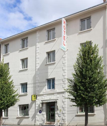 Logis Hotel Sandrina : Hotel near Coulon