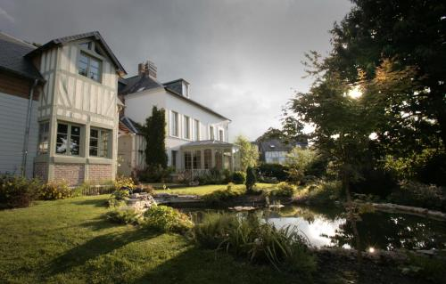 Maison Saint Léonard : Guest accommodation near La Rivière-Saint-Sauveur