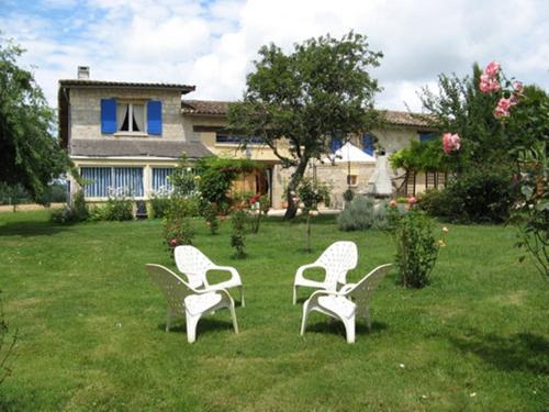 Chambres d'Hôtes La Maison Bleue : Bed and Breakfast near Beaupuy