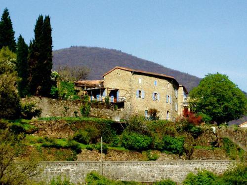 Gîtes Lou Pelou : Guest accommodation near Montselgues