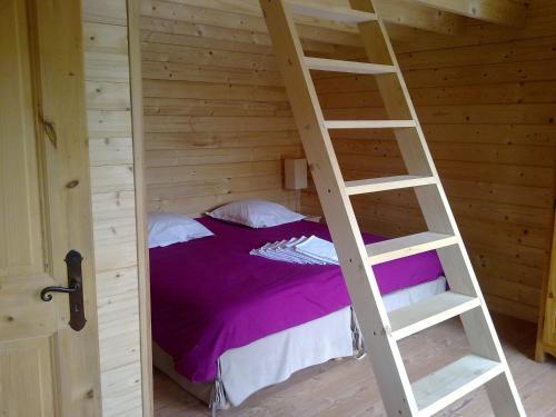 Chalets Gîtes La Croisée des Chemins : Guest accommodation near Massieu