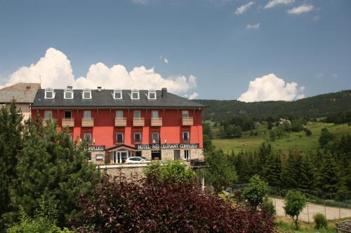 Hotel Corrieu : Hotel near Ayguatébia-Talau