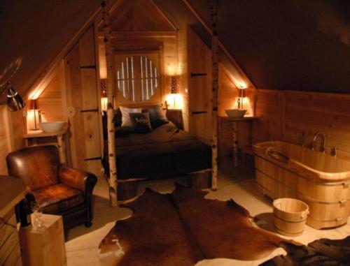 Cabane Lodge Domaine du Lac Chambon : Resort near Cournols