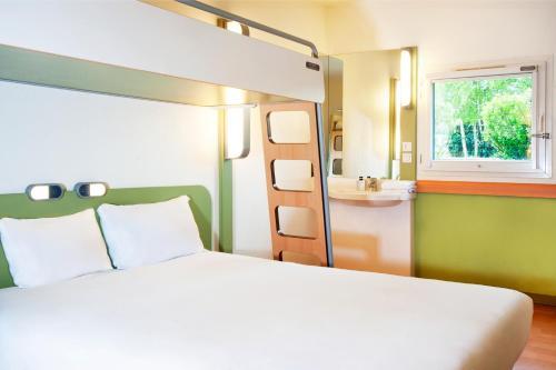 ibis budget Lyon Sud St Genis Laval : Hotel near Brindas