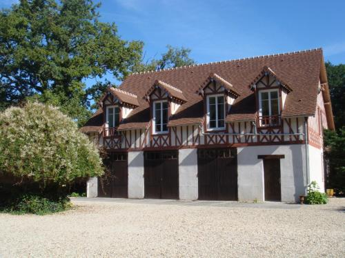 Manoir Saint Hubert : Bed and Breakfast near Saint-Mammès