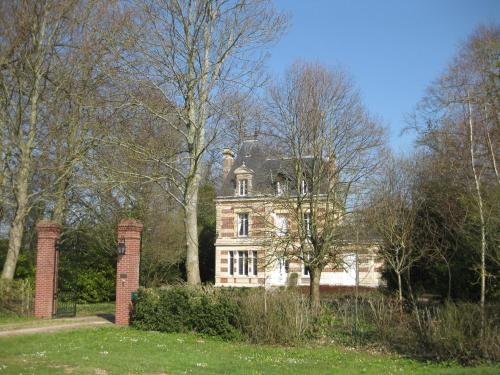 Château de Launay : Bed and Breakfast near Saint-Ouen-du-Mesnil-Oger