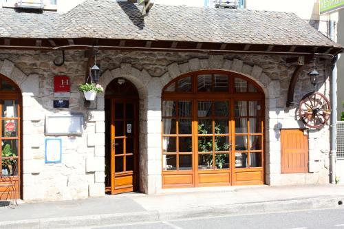 Hotel Restaurant des Deux Vallées : Hotel near Sénezergues