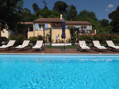 The Coach House : Bed and Breakfast near Villanière