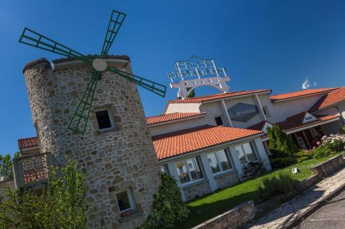 LOGIS Hôtel Le Moulin Des Gardelles : Hotel near Saint-Ours