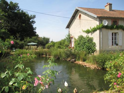 Chez Tartaud : Guest accommodation near Moulismes