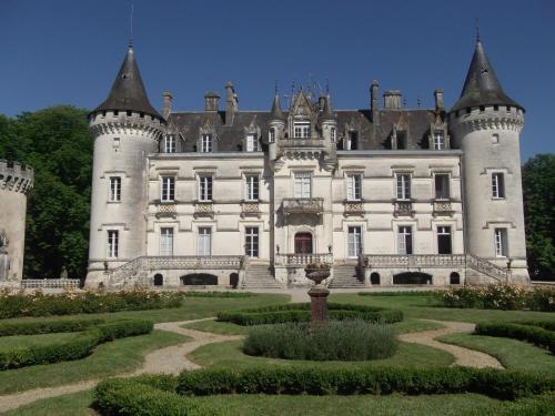 Hotel The Originals Château de Nieuil (ex Relais du Silence) : Hotel near Genouillac