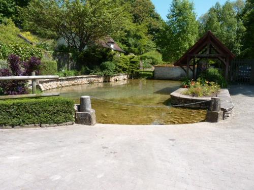 Le Gite du Petit Lavoir : Guest accommodation near Bézouotte