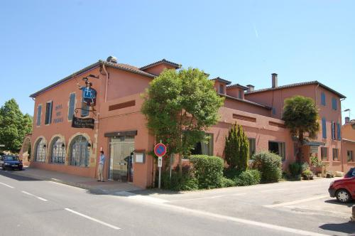 Hotel Restaurant des Thermes : Hotel near Bezolles