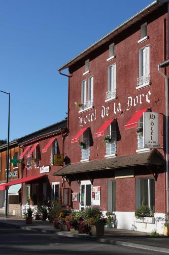 Hôtel Restaurant de la Dore : Hotel near Saint-Laurent-Rochefort
