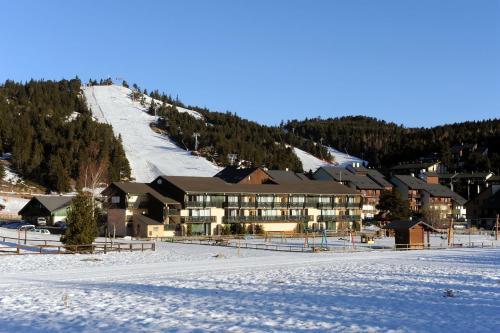 Résidence Pierre & Vacances Pyrenees 2000 Le Séquoia : Resort near Mont-Louis