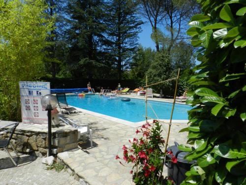 Domaine de La Tour : Guest accommodation near Salavas