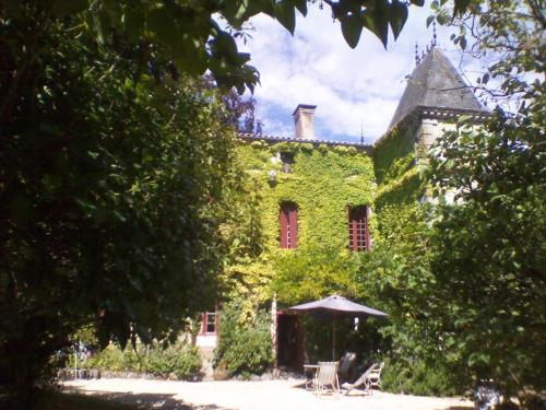La Cure du Maine Charles : Bed and Breakfast near Plassac-Rouffiac