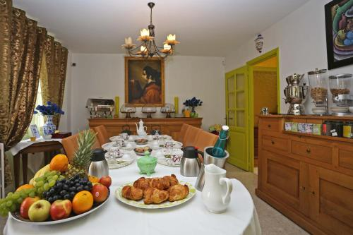 Casa La Palma : Bed and Breakfast near Moulin-sous-Touvent