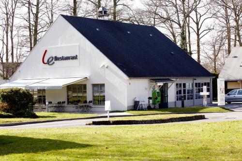 Campanile Hotel Compiegne : Hotel near Bailleul-le-Soc