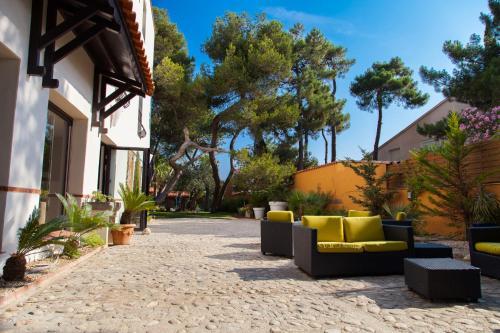 Host & Vinum - Le Clos des Pins : Hotel near Villelongue-de-la-Salanque