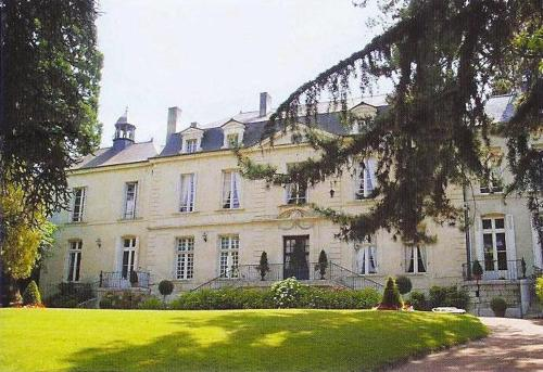 Château de Beaulieu : Bed and Breakfast near Varrains