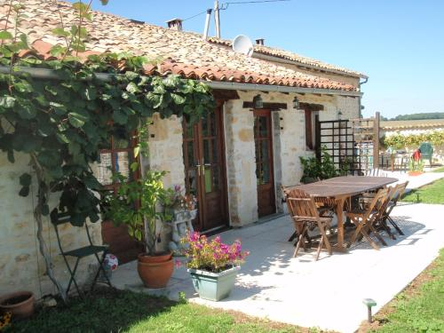 Chatenet : Bed and Breakfast near Savigné