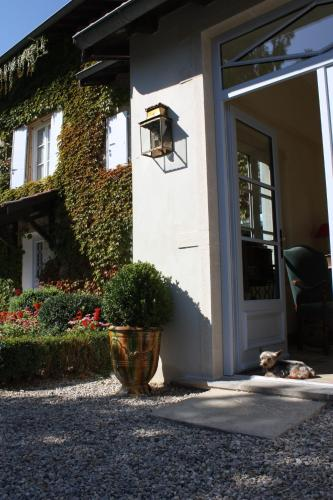 Les Chambres de la Rochette : Bed and Breakfast near Saint-Marcel