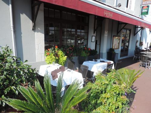 Hôtel - Restaurant Le Renaissance : Hotel near Limoges