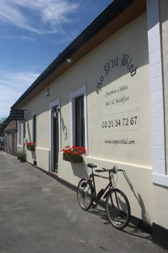 Au Petit Bled : Bed and Breakfast near Rodelinghem