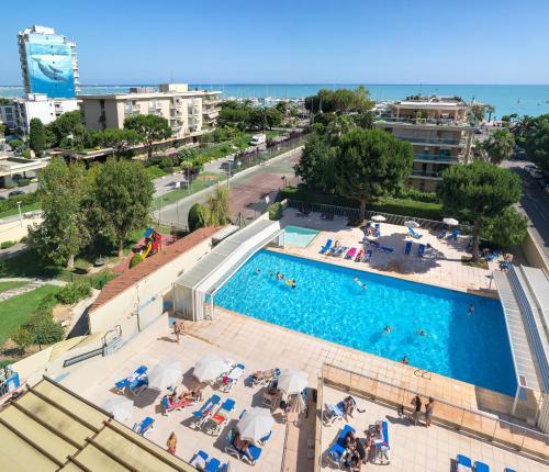 St Laurent Apartments: HOTEL SAINT-LAURENT-DU-VAR : Hotels Near Saint-Laurent-du