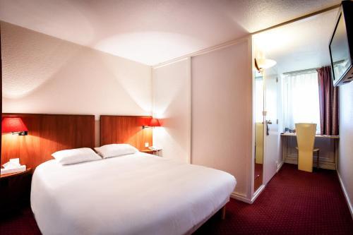 Kyriad Mâcon Nord - Sancé - Parc des Expositions : Hotel near Péronne