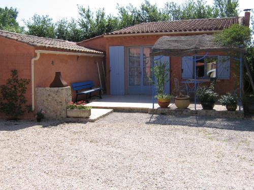 Maison d'Hôtes La Douloire : Guest accommodation near Velleron