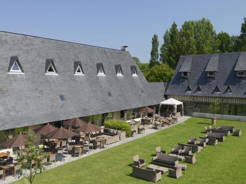 Les Manoirs de Tourgéville : Hotel near Saint-Martin-aux-Chartrains