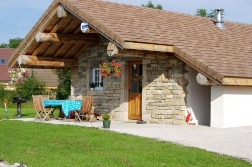 Chambre d'hôtes Chez Karine et Roland : Bed and Breakfast near Plasne
