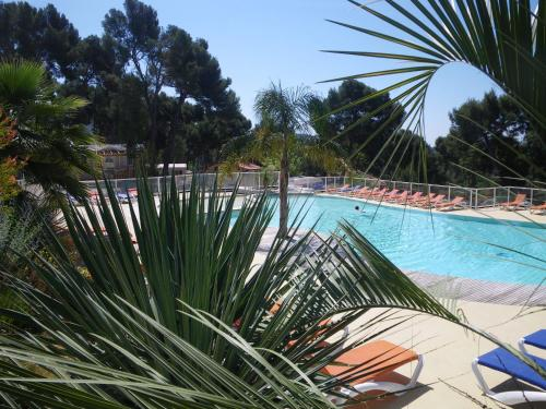 Camping de Ceyreste : Guest accommodation near Ceyreste