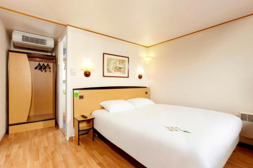 Campanile Hotel Montauban : Hotel near Montbartier