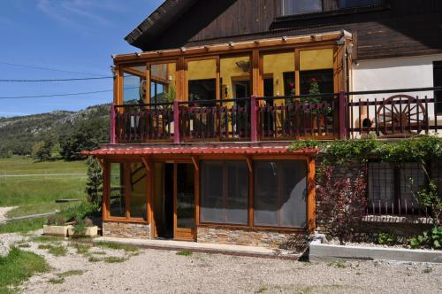 Domaine des Guernazelles : Bed and Breakfast near Briançonnet