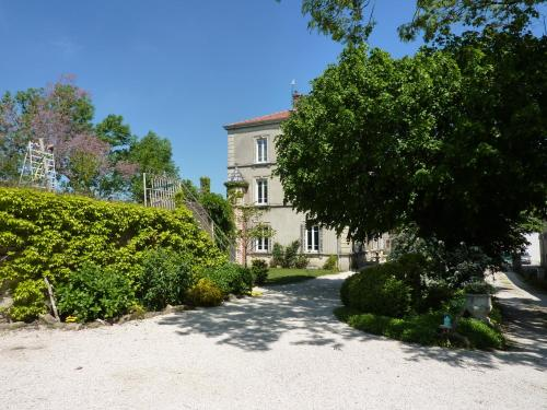 Le Clos des Ruisseaux : Bed and Breakfast near Maclas