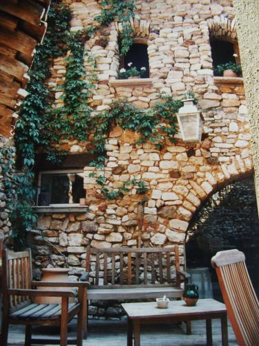 Le Guston en Luberon : Guest accommodation near Roussillon