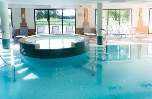 Hôtel Résidence & Spa Vacances Bleues La Villa du Lac : Hotel near Grilly