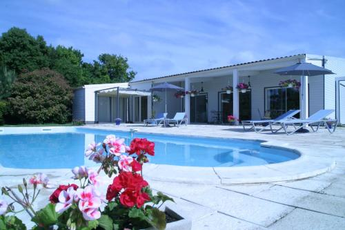 Au Bois des Tilleuls : Bed and Breakfast near Saint-Germain-de-Marencennes
