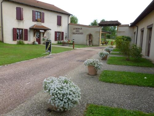 Auberge Des Chanoines : Hotel near Coublanc