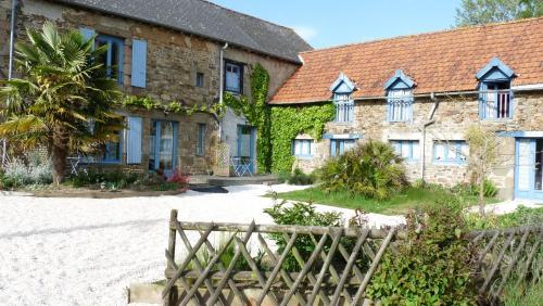 Gites de la Touche aux Pourvoirs : Guest accommodation near Tinténiac