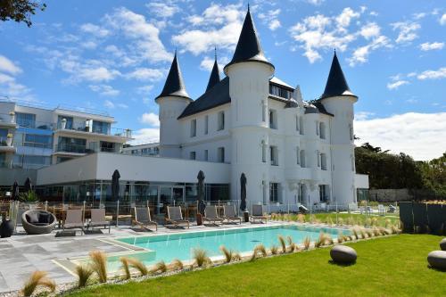 Château des Tourelles, Hôtel Thalasso Spa Baie de La Baule : Hotel near Pornichet