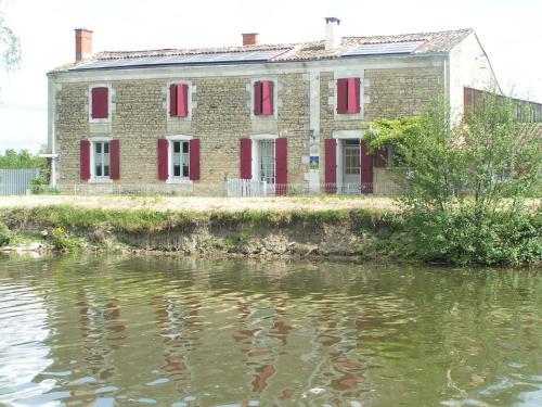 Chambres d'Hôtes Au Bord de Sèvre : Guest accommodation near Coulon