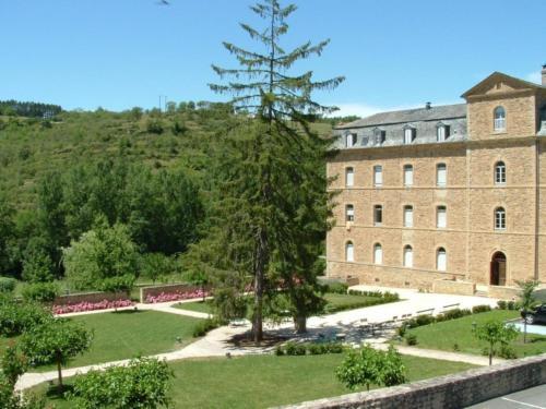 Hôtellerie 2** du Couvent de Malet : Hotel near Recoules-d'Aubrac