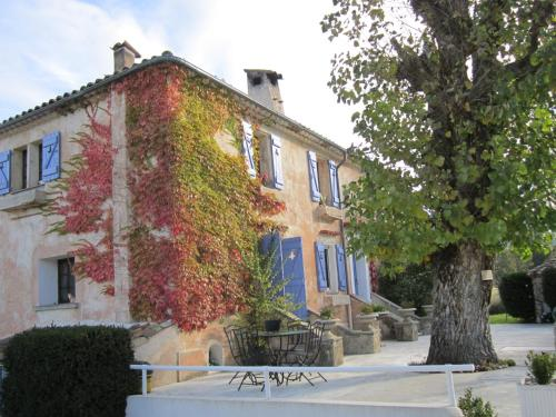 La Bastide des Pins : Bed and Breakfast near Séranon